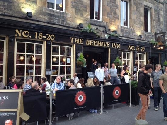 Edinburgh Literary Pub Tour: The Beehive and the start of our tour