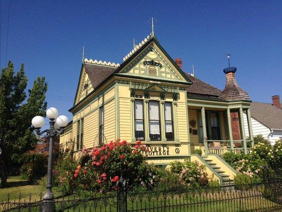 Waverly Cottage: The house