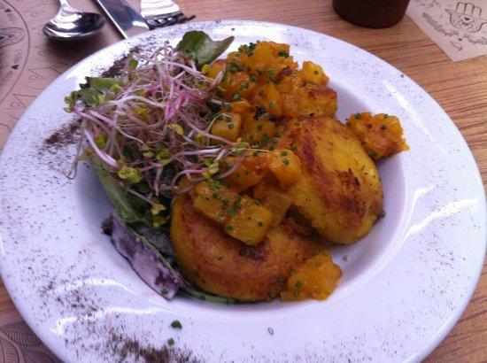 Varanasi: Aloo Tikki con chutney de piña o mango