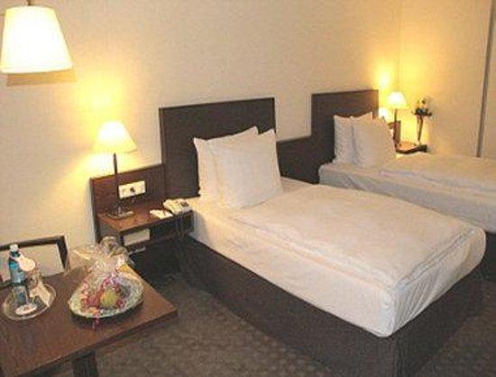 Ramada Nuernberg Parkhotel: Guest Room