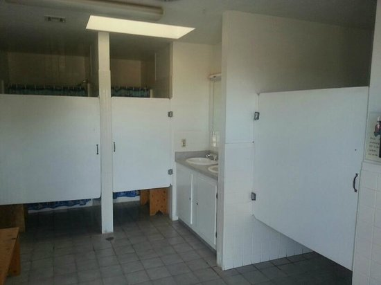 Little Vineyard RV Park: restroom/showers