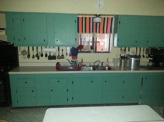 Little Vineyard RV Park: Club House kitchen