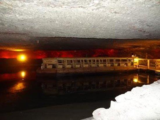 Salt Mine Hallein: 船に乗って地底湖を渡ります。