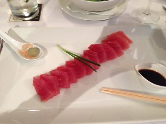 Bistro Tatau : Tuna Sashimi