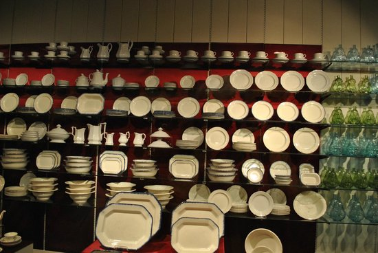 Arabia Steamboat Museum : Dishware