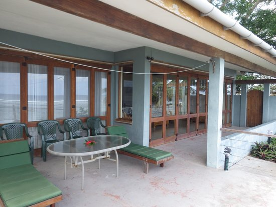 Hideaway Island Resort & Marine Sanctuary: Great indoor-outdoor deck