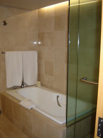 Stamford Plaza Auckland: Bathroom in Room 722