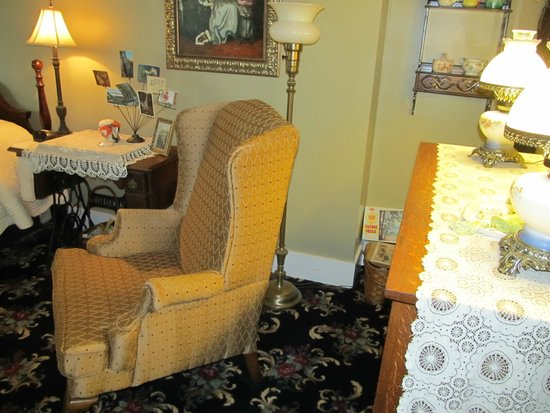 Everest Inn B & B: One chair