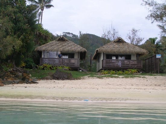 Muri Shores: Looking at the 2 villas from the lagoon