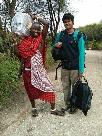 Roika Tarangire Tented Lodge : Roika: Maasai escorts