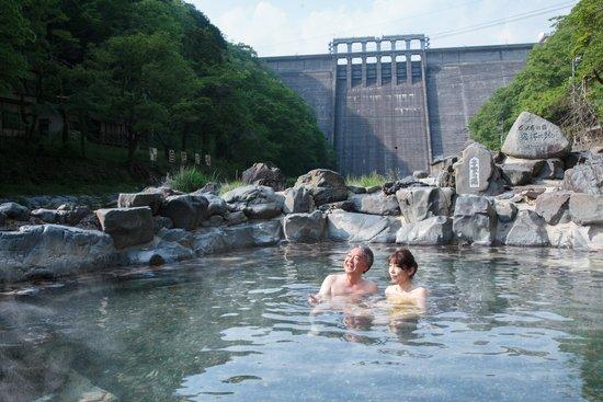 800年の歴史がある混浴の露天風呂 砂湯 - Picture of Hakkei, Maniwa ...