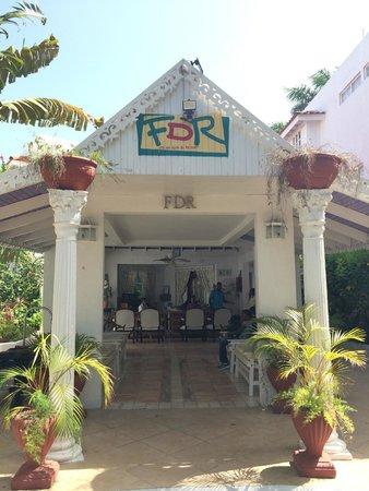 Franklyn D Resort & Spa: Front entrance