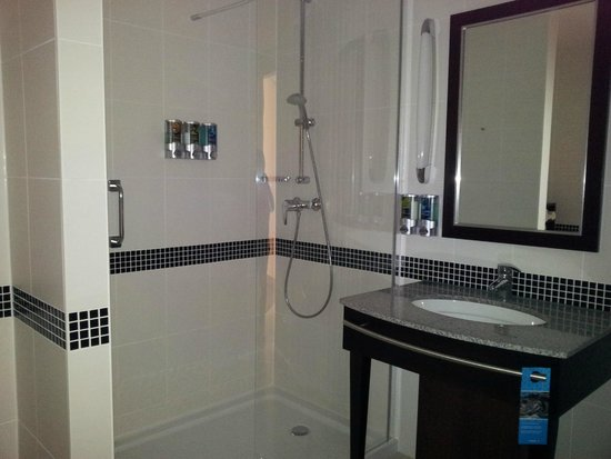 Hampton by Hilton Berlin City West: banheiro