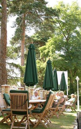 Elstead Hotel: Garden