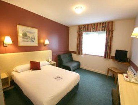 Days Inn Bradford M62: Guest Room