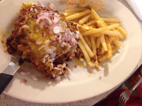 Mr V's Family Restaurant: Chili cheeseburger