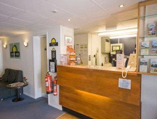 Days Inn Bridgend Cardiff M4 : Front Desk