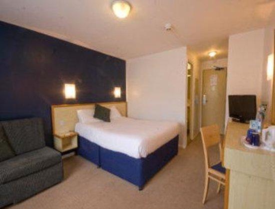 Days Inn Bridgend Cardiff M4 : Family Room