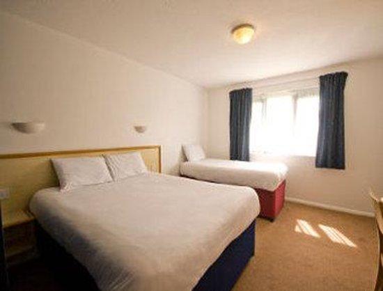 Days Inn Bridgend Cardiff M4 : Guest Room
