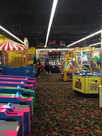 Great Wolf Lodge : Arcade all to ourselves at 2 a.m.