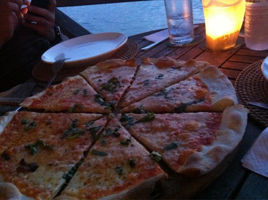Gusto Food & Wine: Good size margerita pizza.