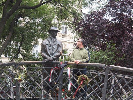 Monument to Imre Nagy/Remembrance Day (Oct. 23) : Monumento a  Imre Nagy