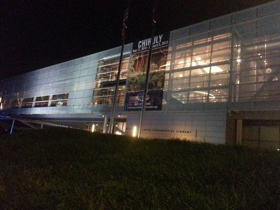 William J. Clinton Presidential Library : At night