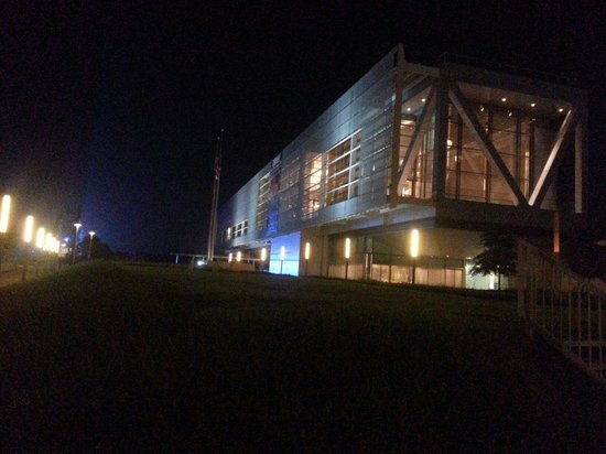 William J. Clinton Presidential Library : Stunning at night