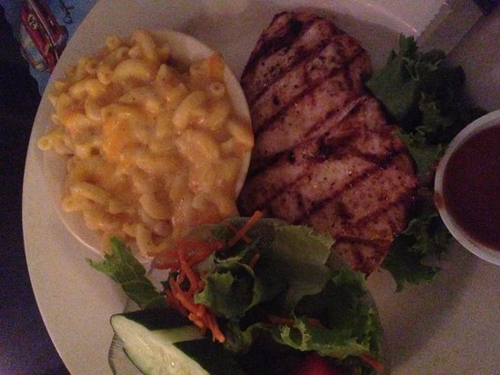 11th Street Diner : Grilled chicken and mac n cheese
