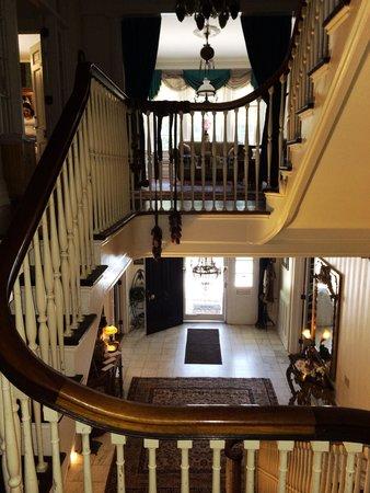 Melange Bed and Breakfast : Beautiful foyer!