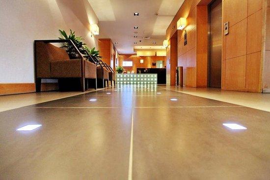 Holiday Inn Express Birmingham, Redditch: Hotel Lobby