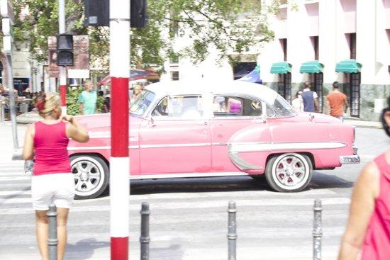 Memories Paraiso Beach Resort: Havana Old car!