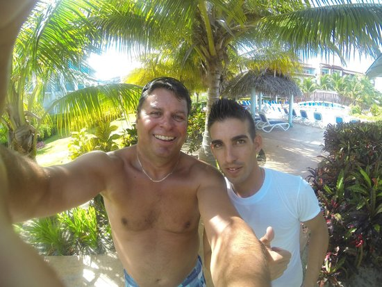 Memories Paraiso Beach Resort: LEO, this guy should be a travel agent! Intelligent and nice to everybody! Thanks LEO!