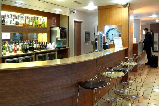 Holiday Inn Express London-Limehouse: Bar and Lounge