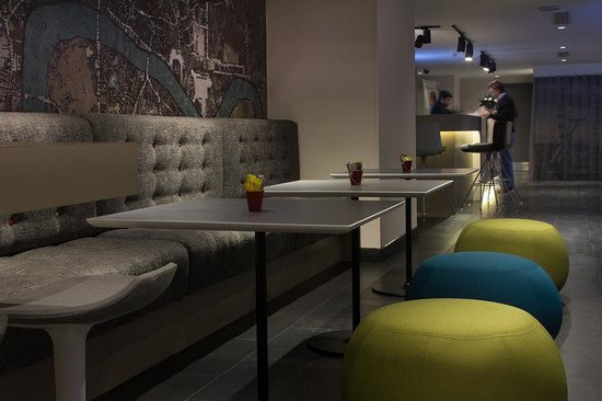 Holiday Inn Express London- Southwark: Why Not Meet a Friend or a Colleague Over a Coffee or Drink