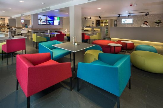 Holiday Inn Express London- Southwark: Hotel Lobby WiFriendly Staff is Here to Help You