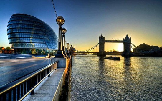 Holiday Inn Express London- Southwark: Don't Miss Out and Visit Tower Bridge