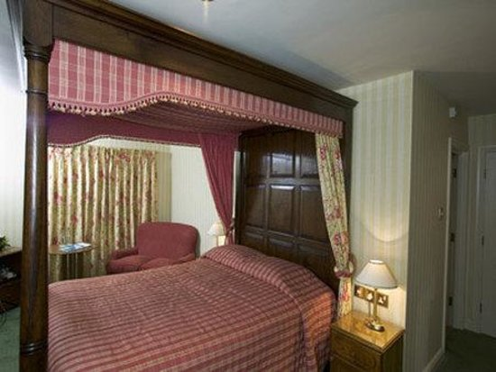 Tankersley Manor Hotel - QHotels: Four Poster
