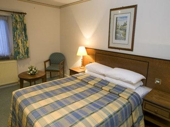 Tankersley Manor Hotel - QHotels: Double Guest Room