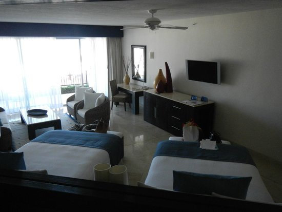 Grand Park Royal Cancun Caribe: Room from the Jacuzzi area