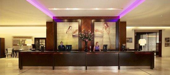 Park Plaza Riverbank London: Lobby