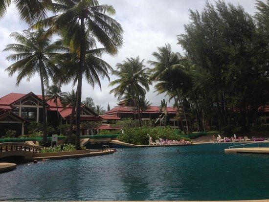 Dusit Thani Laguna Phuket: resort pool