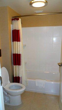 Residence Inn Arlington Capital View: Tub