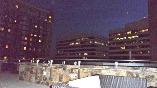 Residence Inn Arlington Capital View: Outside patio