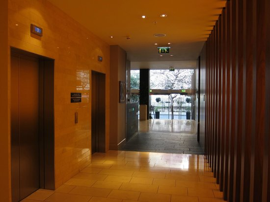 Apex City of London Hotel: lobby