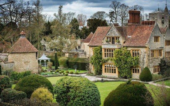 Belmond Le Manoir aux Quat'Saisons: View of House
