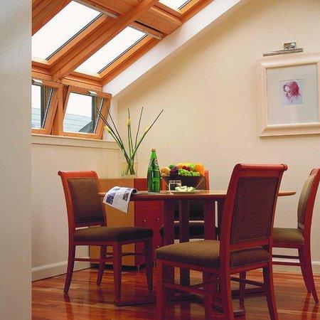 Holyrood apartHOTEL: Penthouse Dining