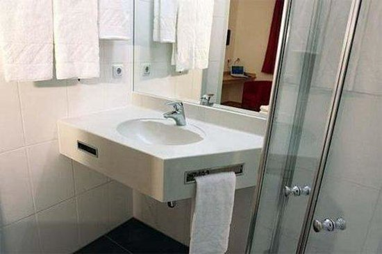Arion Hotel Vienna Airport: Bathroom