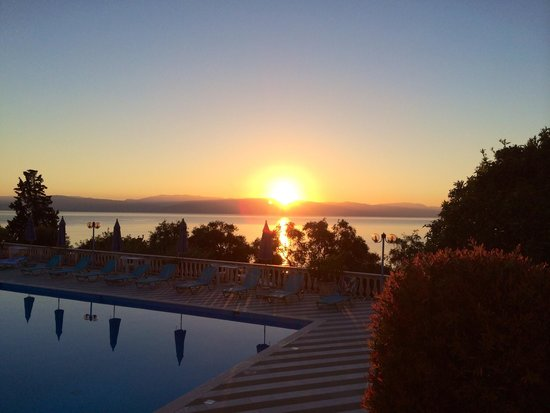 Brentanos Apartments -A View of Paradise: The wiew, sunset 07am