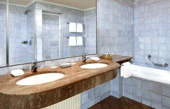 Hotel Goldener Hirsch, a Luxury Collection Hotel, Salzburg: Guest Bathroom